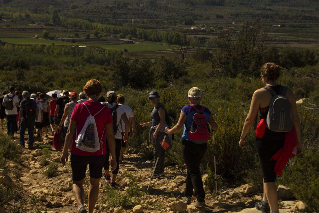 More than 40 people go through the Pantanet and the Cuevas de la Arena de Alfafara in the Vuelta a la Mariola
